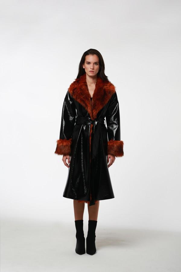 Siyah Rugan Taba Kürk Detaylı Palto